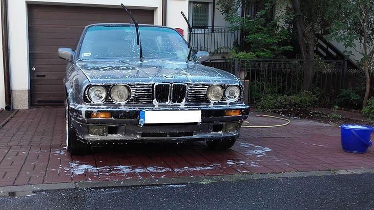 Mycie samochodu na posesji może odbywać się tylko pod pewnymi warunkami