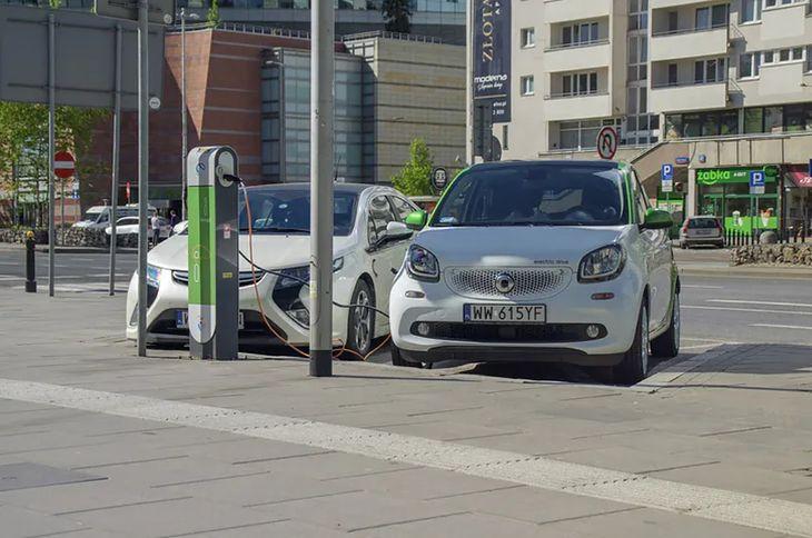 Z miliona aut elektrycznych do 2030 roku zostało 600 tys. do 2025 roku.