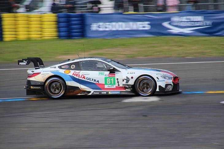 Wyścigowe BMW M8 GTE zadebiutowało przed drogową serią 8.