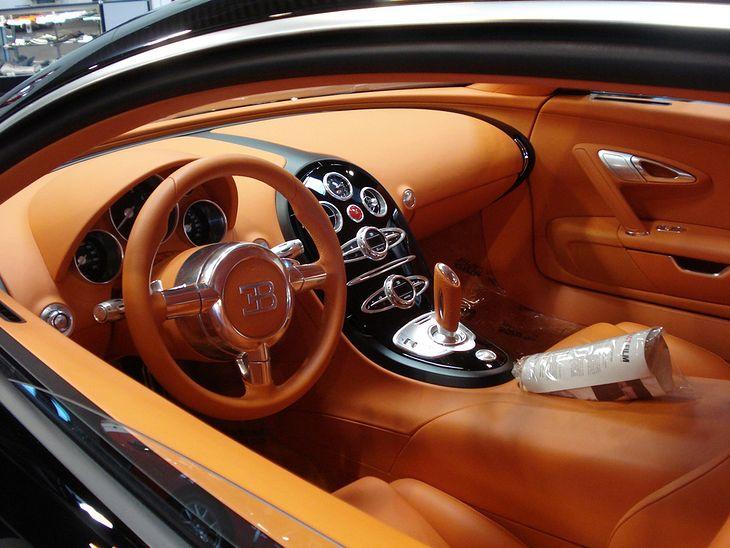bugatti veyron r ne oblicza samochodowego kr la. Black Bedroom Furniture Sets. Home Design Ideas