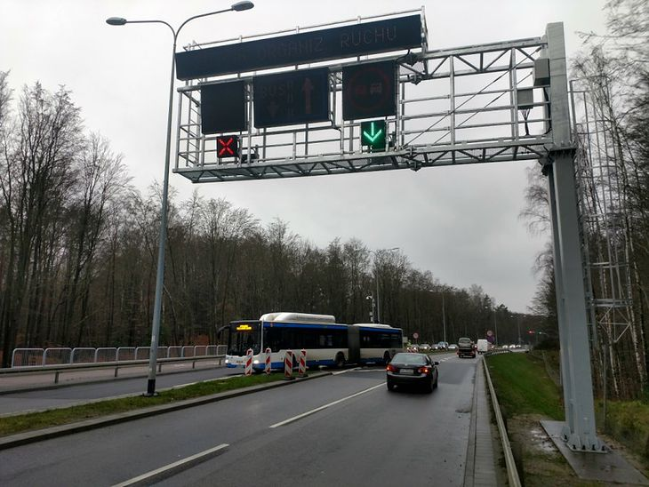 Kontrapas pozwala pasażerom autobusu zaoszczędzić 10 minut jazdy.