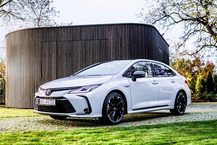 Wersję GR Sport można teraz łączyć także z nadwoziem sedan.