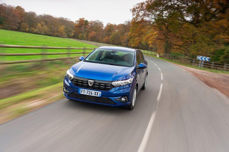 Dacia Sandero już nie jest najtańsza, ale teraz to znacznie nowocześniejsze auto.