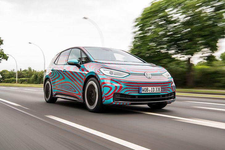 Elektryk zamiast diesla. Mieszkańcy miast mają nadzieję na jak najszybszą zmianę samochodowych pokoleń