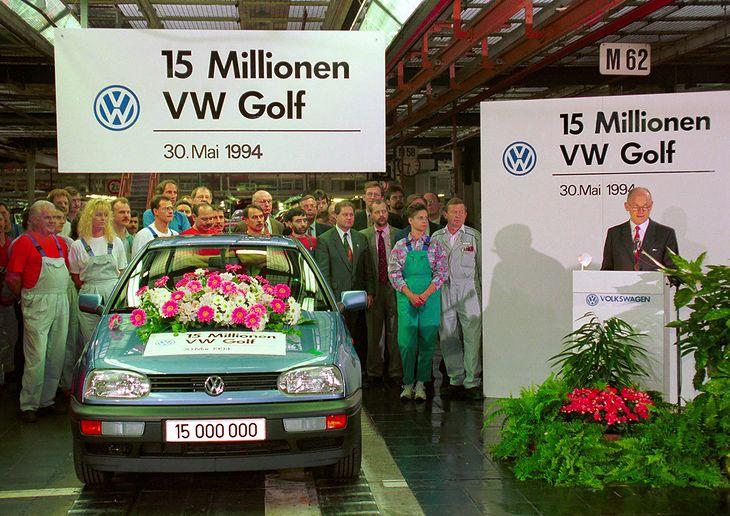 Ferdinand Piech prezentuje piętnastomilionowego Golfa (fot. Volkswagen)
