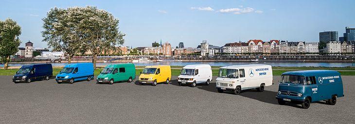 """Rodzinne zdjęcie dostawczych Mercedesów - kolejno od prawej: 1) L 319 z lat 1955-1967; 2) T2 """"Düsseldorfer"""" z lat 1967-1981; 3) T1/TN """"Bremer"""" z lat 1977-1995; 4) Sprinter I z lat 1995-2000; 5) Sprinter I z lat 2002-2006; 6) Sprinter II z lat 2006-2013; 7) Sprinter II produkowany od 2013 roku."""
