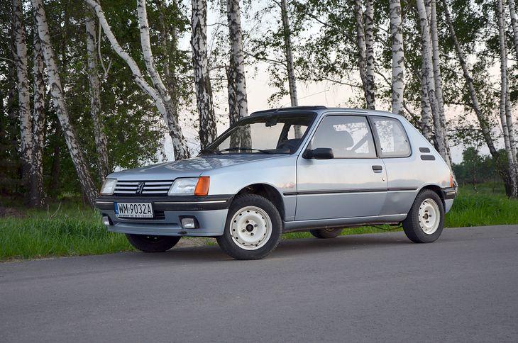 Peugeot 205 kiedyś kosztował grosze, ale z racji wieku... zyskuje na wartości. Najtańsze są popularne auta z lat 90.