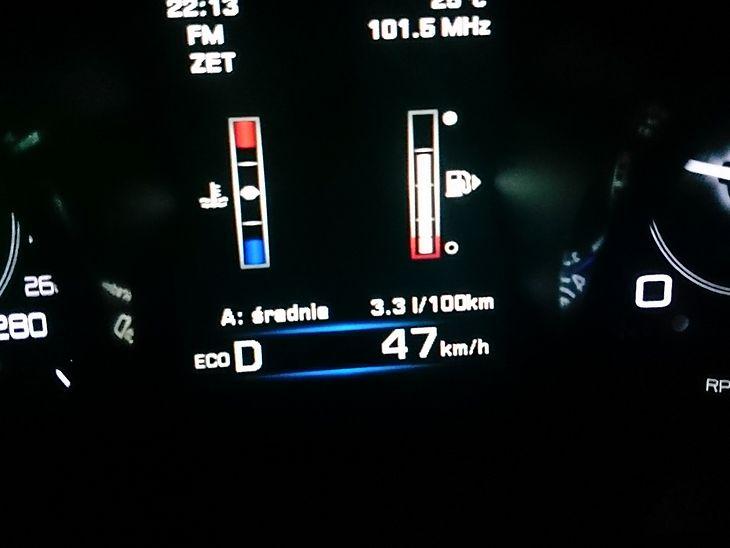 3,3 l/100 km - tyle pokazał komputer jaguara XE ze 180-konnym dieslem