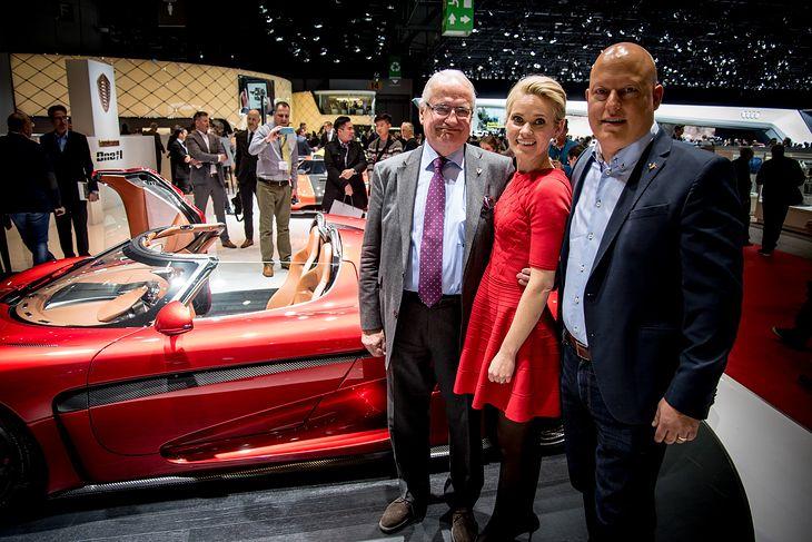 Christian von Koenigsegg wraz z żoną Halldorą i ojcem Jesko (fot. Koenigsegg)