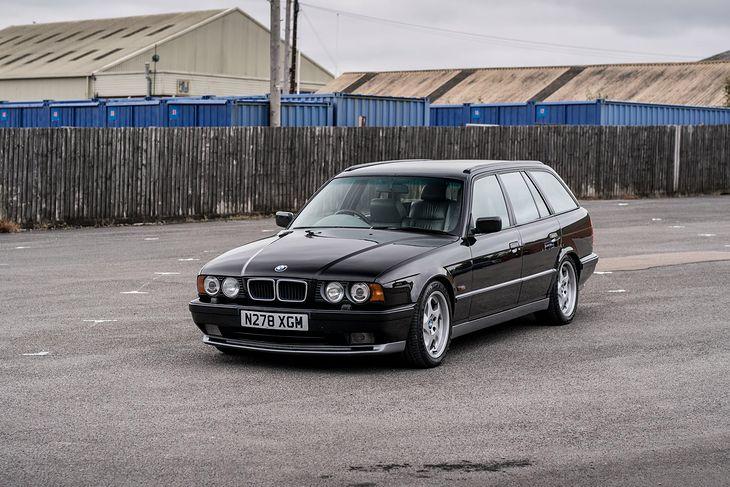 Jak na 25-letnie auto, E34 wciąż wygląda świetnie.