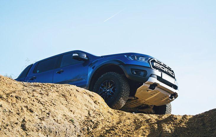Ford Ranger Raptor jest oferowany z dieslem, ale plotki mówią o potężnej wersji benzynowej.