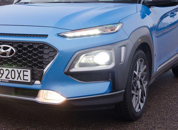 W niektórych pojazdach trudno się połapać, które światła, do czego służą. Tym bardziej trudno niektórym zrozumieć czym są postojówki i czym różnią się od świateł pozycyjnych.