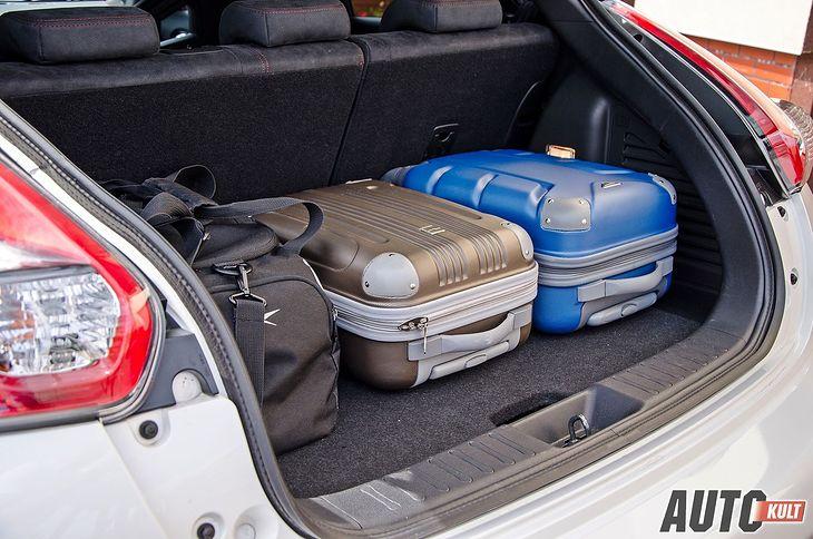 Nieodpowiednio zabezpieczony i ulokowany bagaż może stanowić duże zagrożenie dla naszego zdrowia i życia w razie wypadku.
