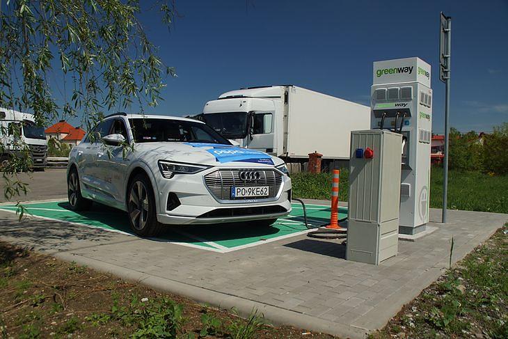 W Polsce mamy już ponad 1000 punktów ładowania samochodów elektrycznych