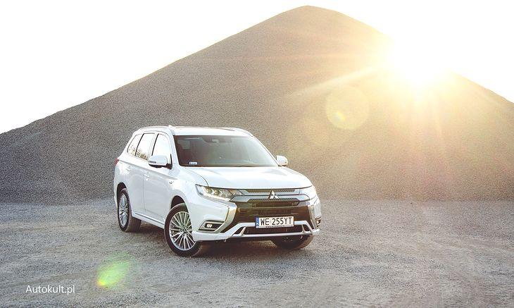 Mitsubishi Outlander PHEV to hit w Europie w swojej klasie, a u nas się nie sprzedaje. Teraz może się to zmienić.