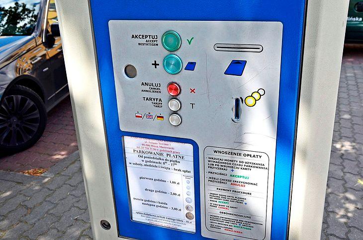 Parkowanie w większej liczbie stref w Warszawie i wyższe kary za brak opłaty