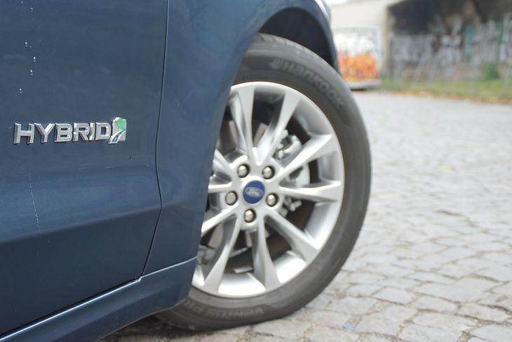Od 2020 roku, akcyza na samochody hybrydowe z silnikiem spalinowym do 2 litrów wyniesie 1,55 proc, natomiast od 2 do 3,5 litra - 9,3 proc.