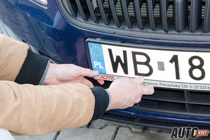 Montaż tablic rejestracyjnych z innego pojazdu nie jest najlepszym pomysłem. (zdjęcie poglądowe)