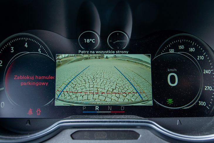 Jednym z najbardziej pomocnych narzędzi przy parkowaniu jest kamera cofania