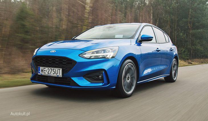 Ford Focus jest popularnym autem w Polsce, więc łatwo wtopić się w tłum - może jednak nie w tym kolorze