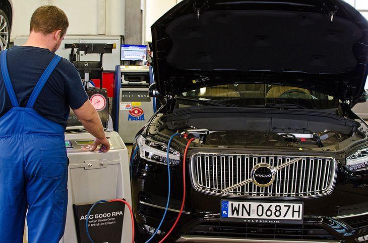Napełnianie klimatyzacji jest już drogie, a będzie jeszcze droższe, aż stanie się niemożliwe w starszych autach. Ratuje nas... nielegalny import czynnika. Chyba nie tak ma być.
