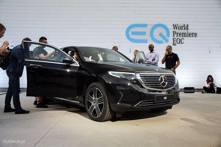 Czarny Mercedes EQC wygląda bardzo dobrze.