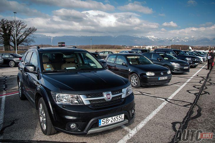 Fiat Freemont na parkingu salonu samochodowego w Genewie.