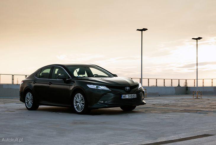 Toyota Camry została wybrana przez nas Biznesowym Samochodem Roku. Nie tylko dlatego, że mało pali, choć to jej największa zaleta.