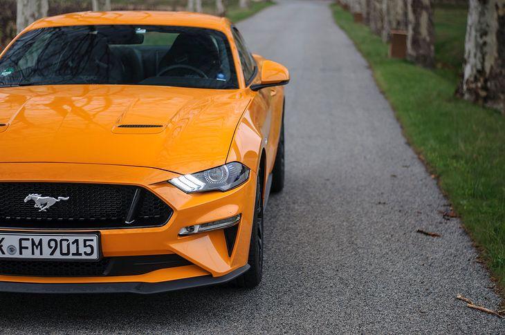 Przez krótki czas można było zarzucić Mustangowi, że nie ma w ofercie koloru pomarańczowego, ale i to zostało poprawione.