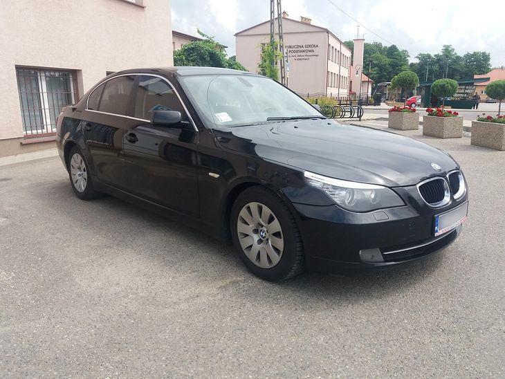 Czarne BMW będzie teraz służyć urzędowi gminy w Szerzynach