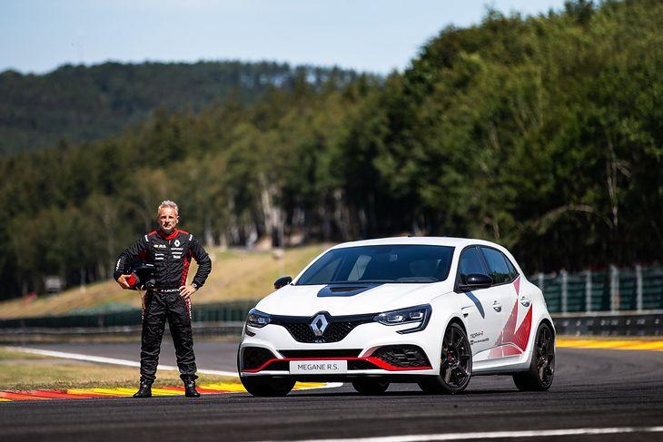 Renault po raz kolejny udowadnia, że zna się na szybkich kompaktach.