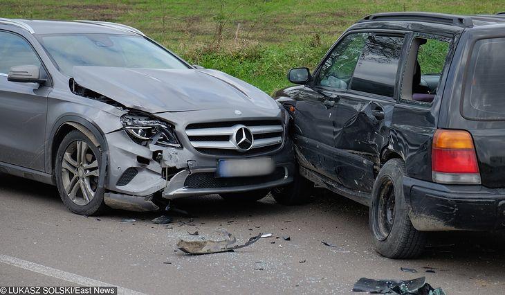 Spisanie oświadczenia sprawcy kolizji drogowej oszczędza czas i... chroni sprawcę przed mandatem.
