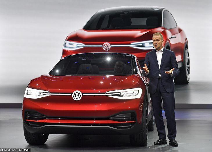 """Zdaniem dziennikarza """"Manager Magazin"""" Herbert Diess, szef Volkswagena chętnie kupiłby Teslę."""