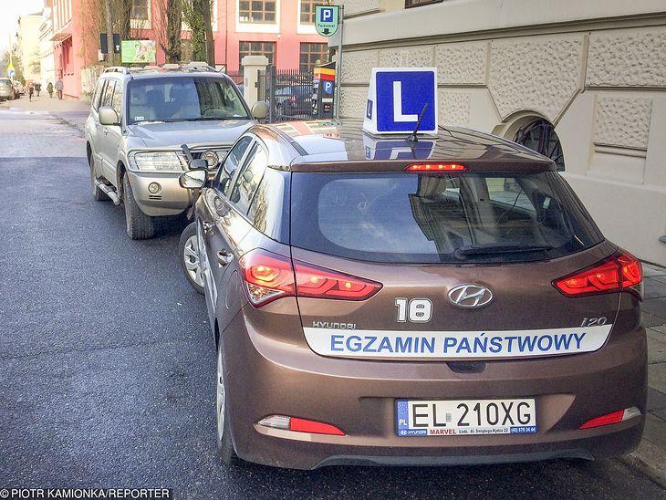 Egzamin na prawo jazdy można zakończyć po 25 minutach, ale tylko wtedy, gdy kandydat na kierowcę wykonał wszystkie zadania.