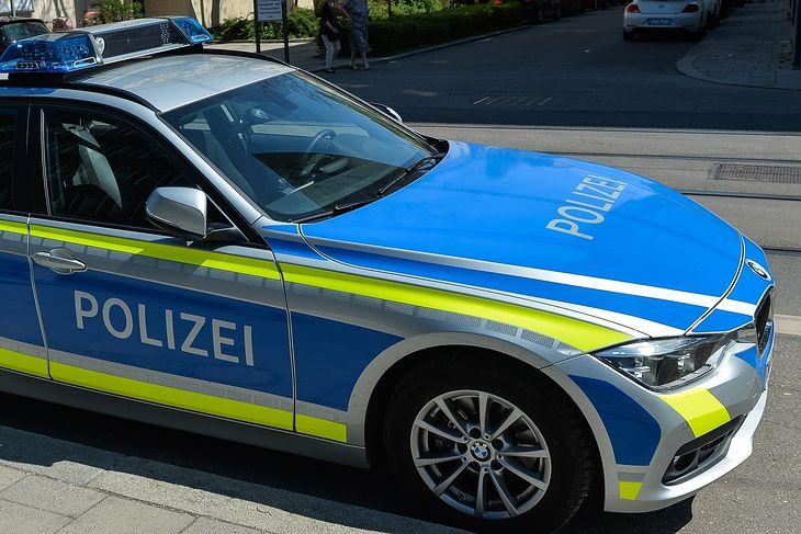 Niemiecka policja musiała się uporać z dwoma nietrzeźwymi Polakami na autostradzie.