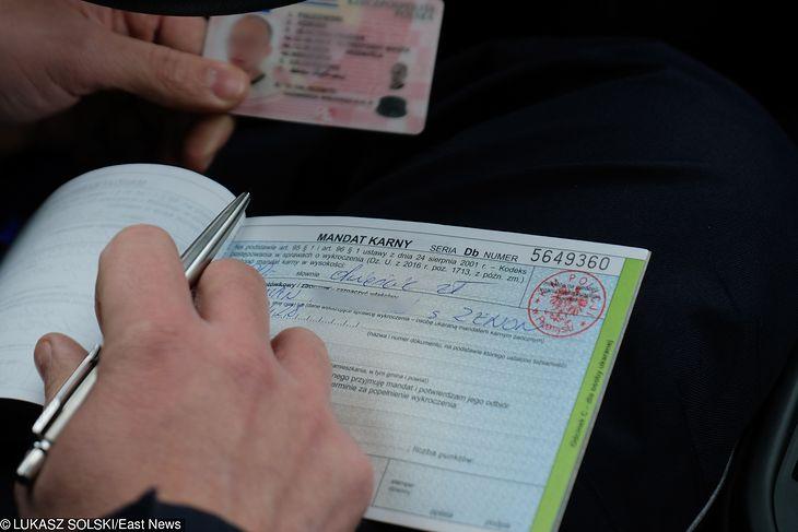 Mandat często kończy się wpisaniem na konto punktów karnych. Zobacz jak sprawdzić ich liczbę w minutę.