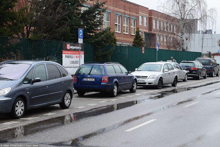 Tak parkować akurat nie można. Pamiętajcie - zawsze przodem do kierunku jazdy.
