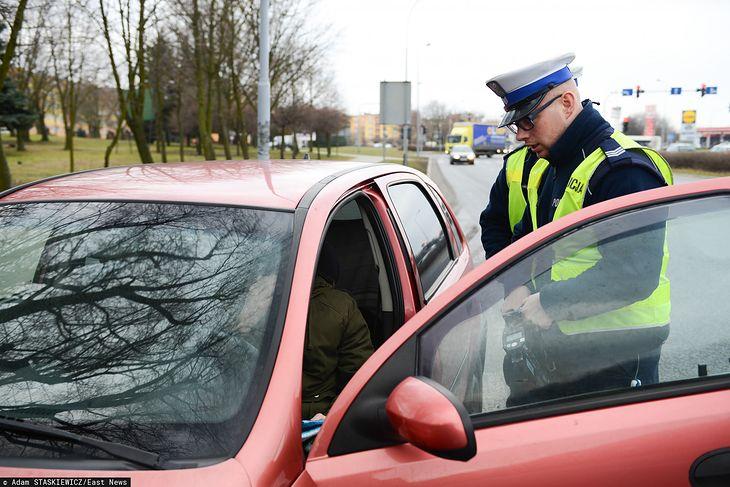 Policjanci w okresie wakacji będą mieli pełne ręce roboty, bo adaptacja do nowych przepisów będzie dla kierowców bolesna.
