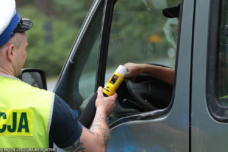 Jazda po alkoholu jest poważnym problemem wielu polskich kierowców.