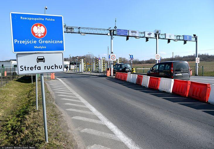 Niektóre przejścia graniczne są zamknięte, a te zachodnie i południowe mają przywrócone kontrole.
