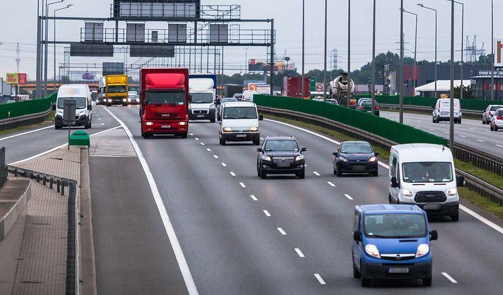 Zbyt bliska jazda jest dużym problemem polskich dróg