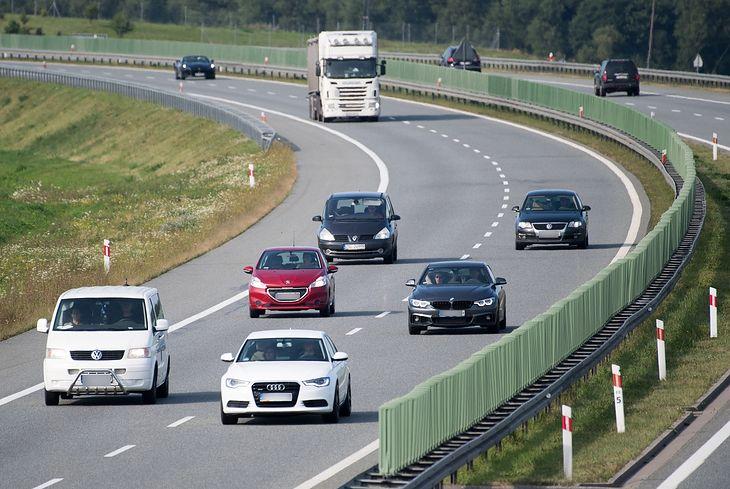 Autostrady już mamy, choć są one drogie. Teraz nauczmy się nimi bezpiecznie jeździć