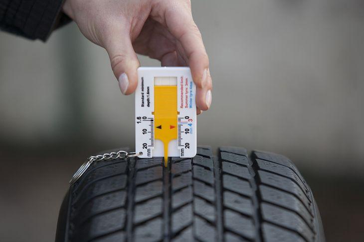 1,6 mm wysokości bieżnika w oponie zimowej to dla ceniących bezpieczeństwo zdecydowanie za mało