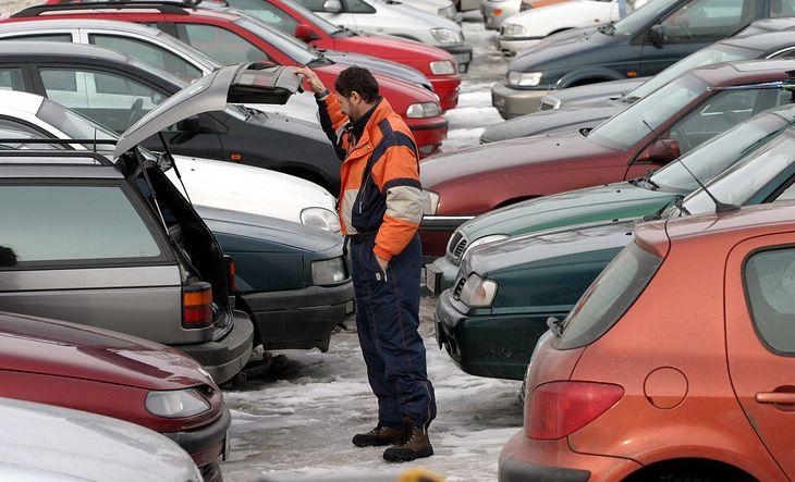 Kupujemy większe i droższe samochody niż 20 lat temu. Zmian jest jednak więcej