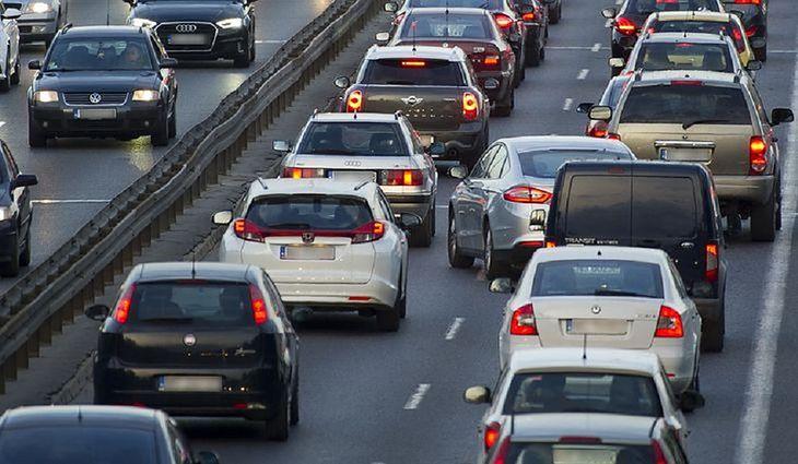 Pozostaje liczyć, że nowe przepisy poprawią płynność i kulturę jazdy polskich kierowców.
