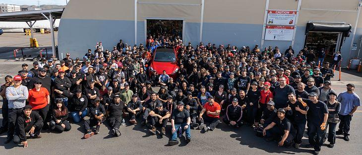 W ostatnich kilkunastu miesiącach Tesla znacząco zwiększyła swoją produkcję.