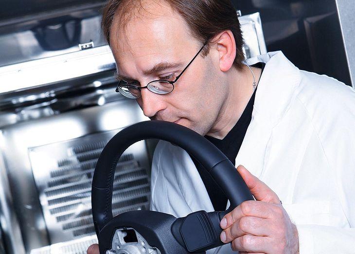 Kierownica musi pachnieć właściwie, ale specjaliści z Audi zwracają uwagę na każdy detal wnętrza.