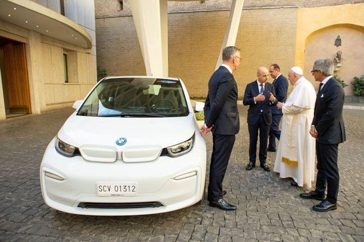Białe i3 będzie kolejnym elektrykiem w służbie u papieża