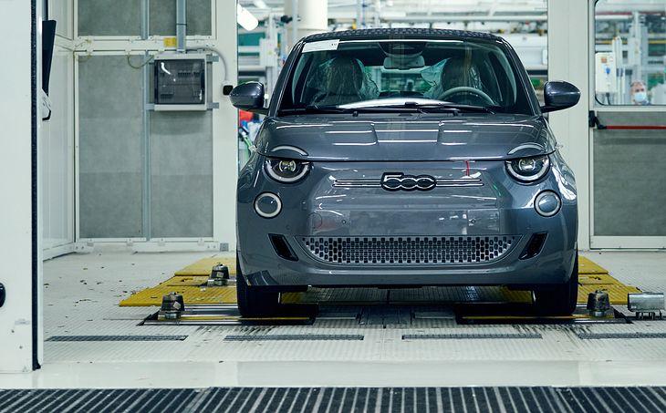 Z linii produkcyjnych Stellantisa zjeżdżają coraz nowocześniejsze samochody. Koncern nie zamierza przypadkowi pozostawić kwestii ich sprzedaży