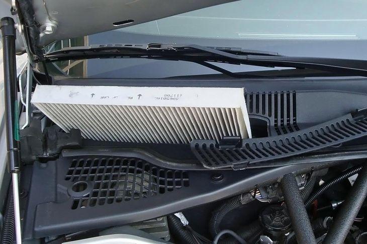 Suzuki 125cc Dirt Bike moreover Watch also Salono Filtras Ir Jo Keitimas in addition Replace together with 2017 Mazda 3 2 0 Sedan High 16. on tiguan cabin filter location